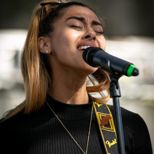 Sonna Rele singing